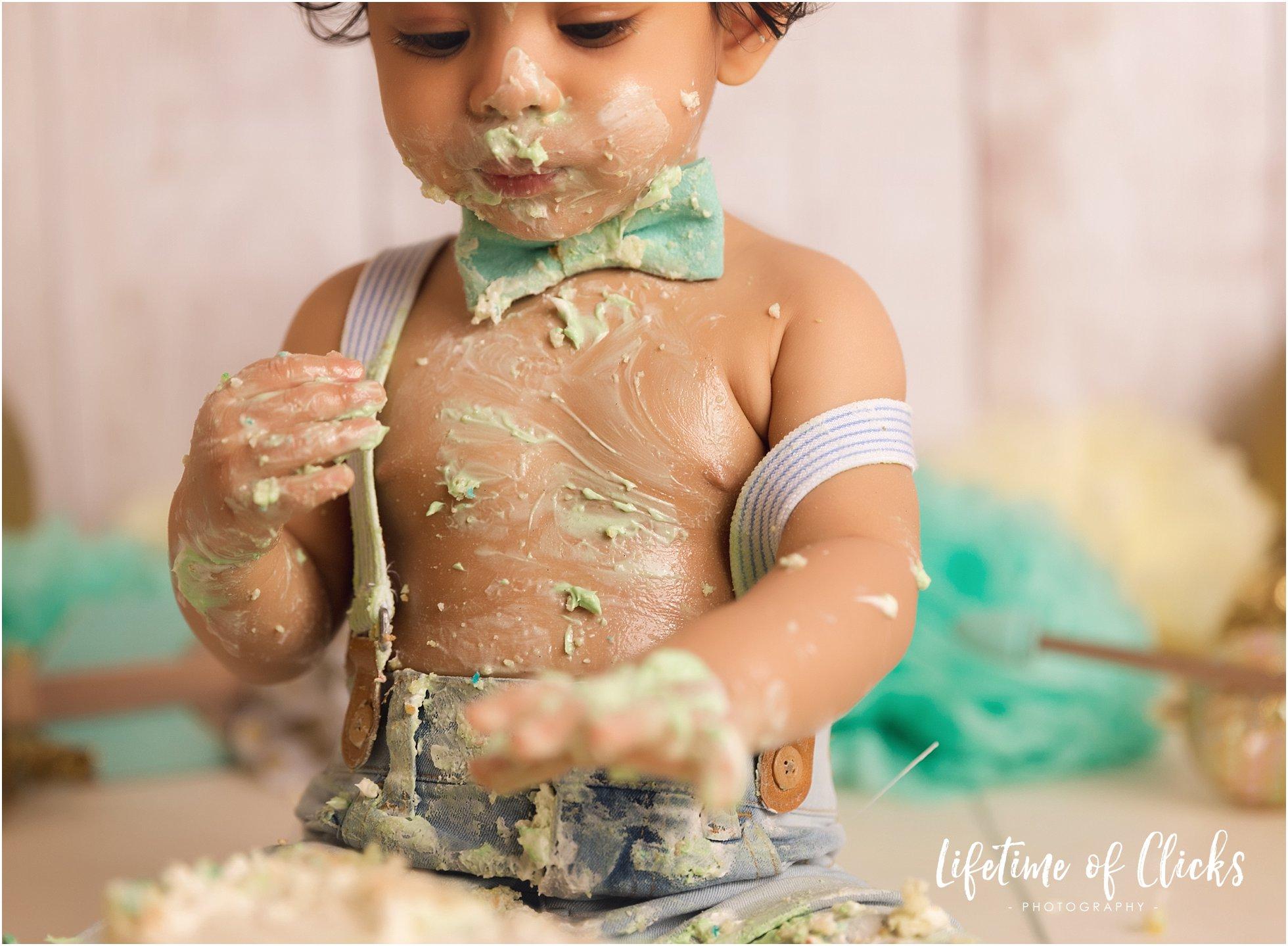 Messy cake smash session in Katy, TX
