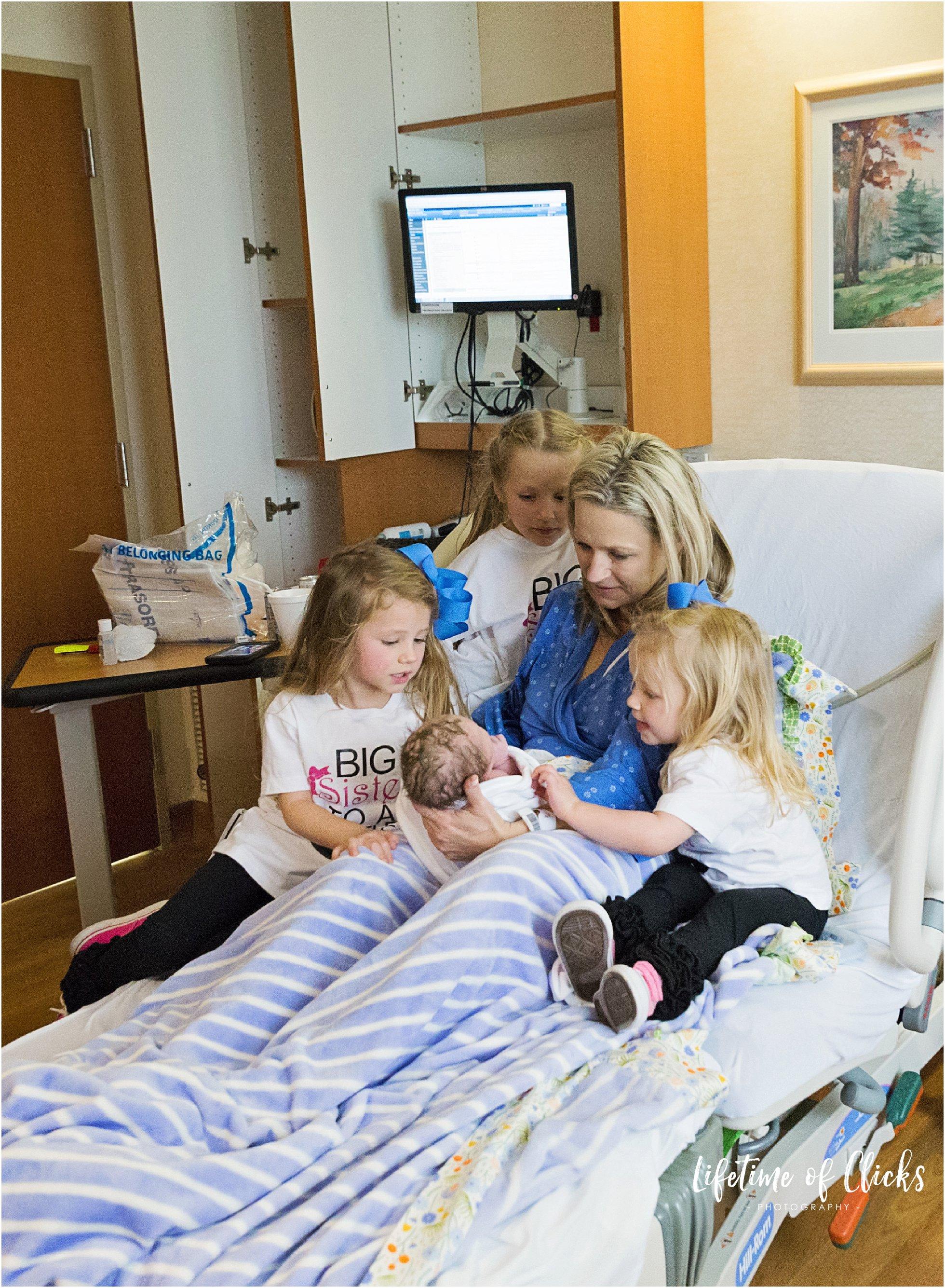 Katy TX Birth Photographer captures family photo at Tomball Regional Hospital