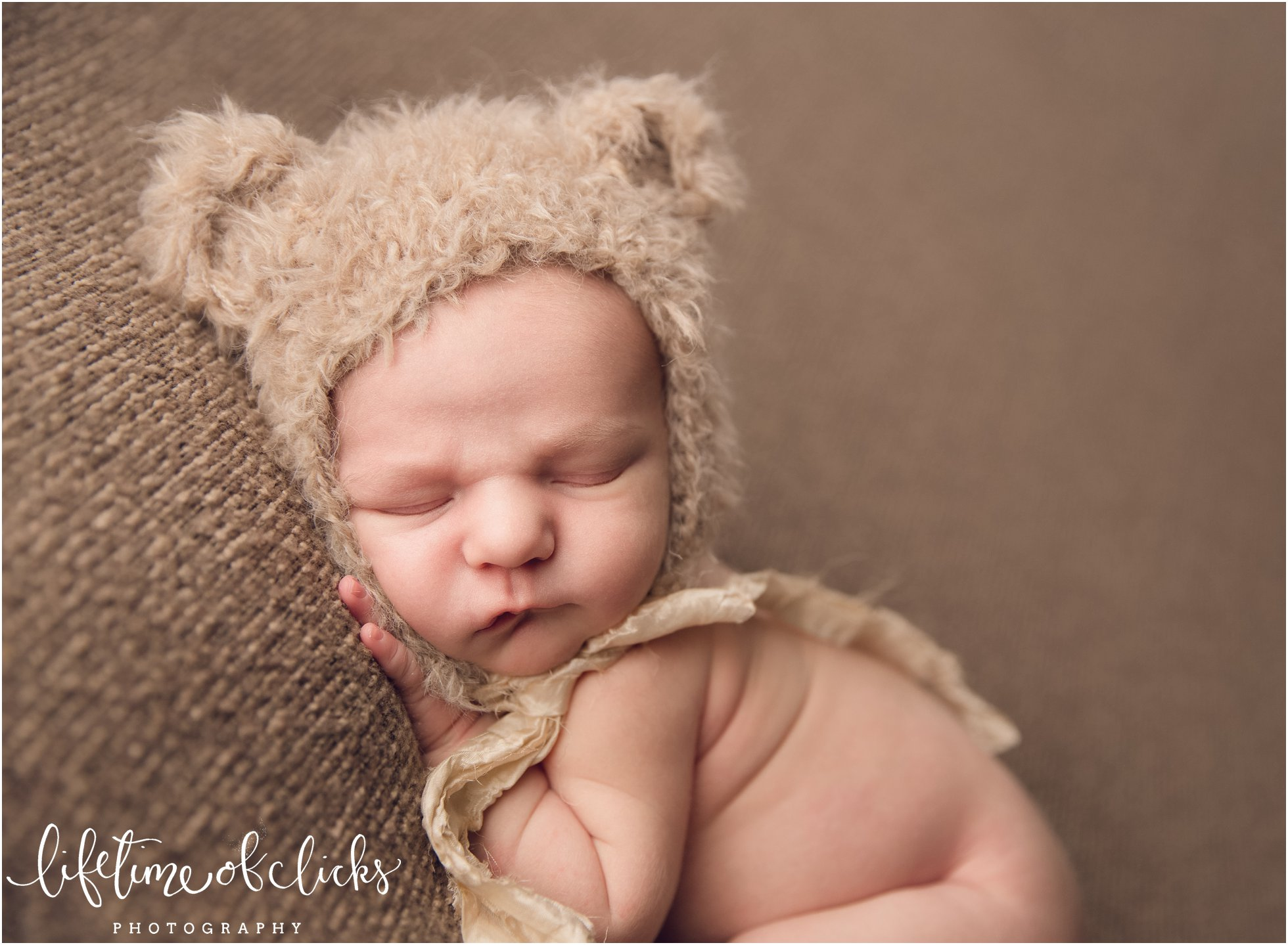 Newborn boy sleeping in Katy Texas Studio | Photo by Lifetime of Clicks Photography