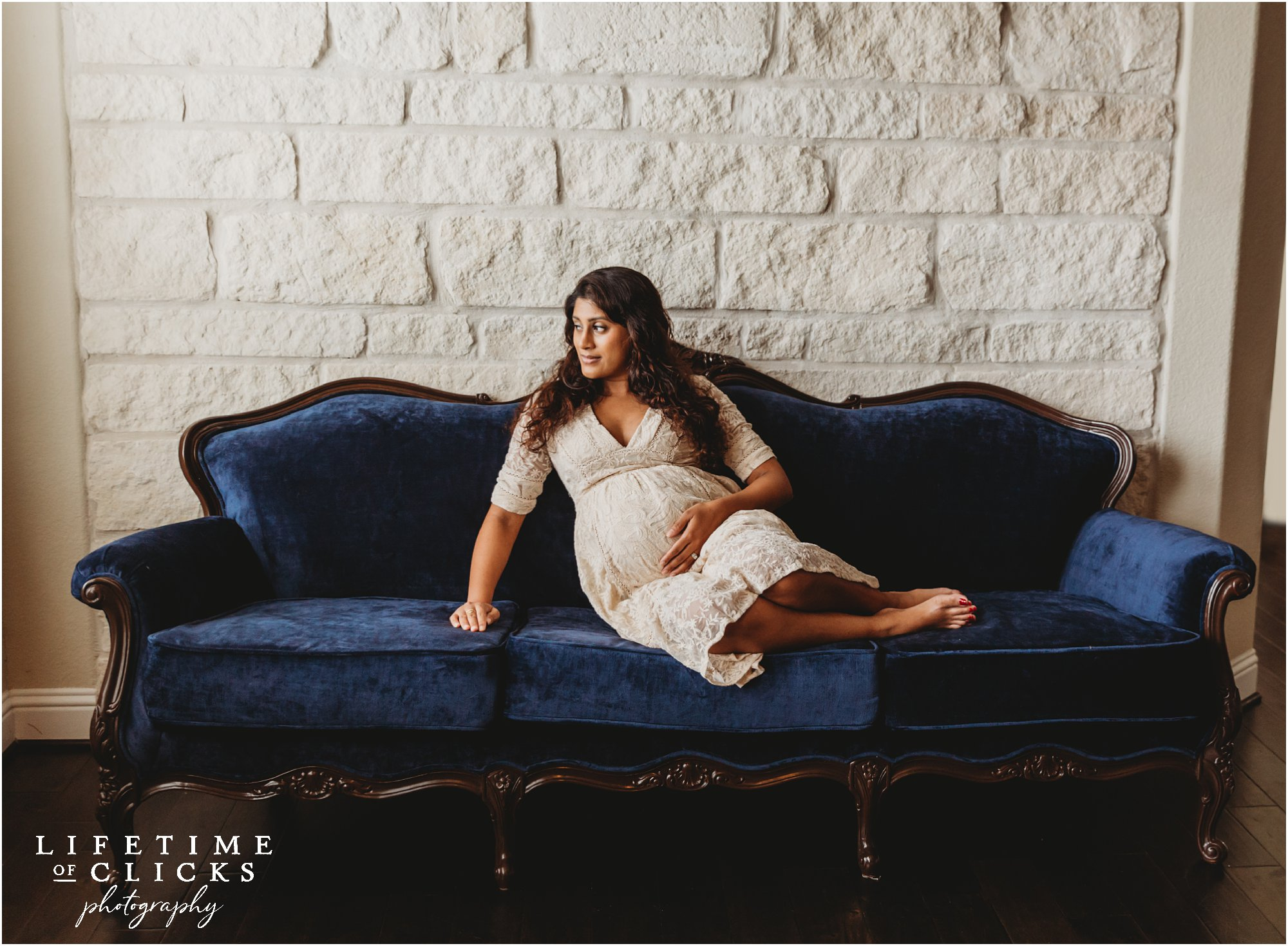 Lifestyle maternity session with a blue couch