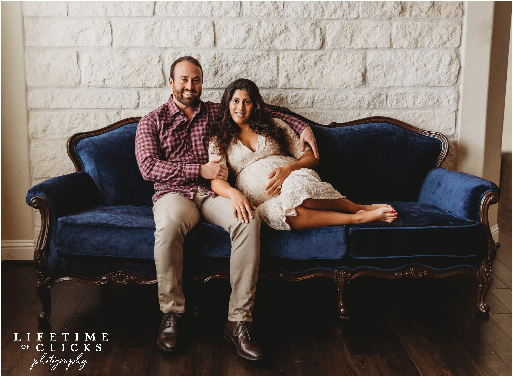 Lifestyle maternity photos in Katy TX