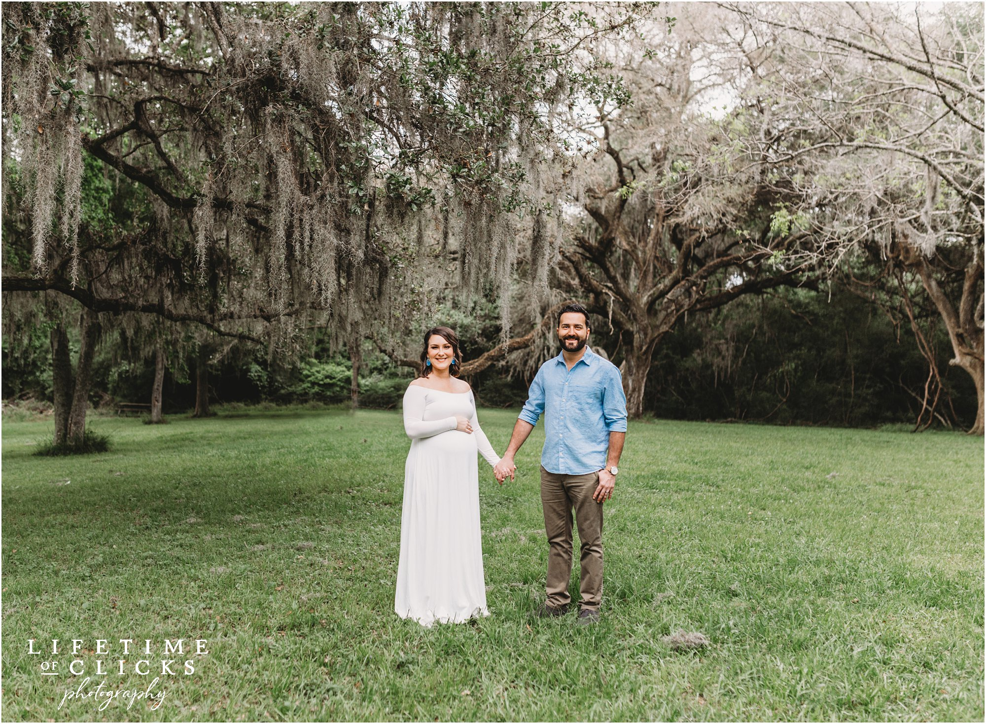 maternity photos under a moss tree