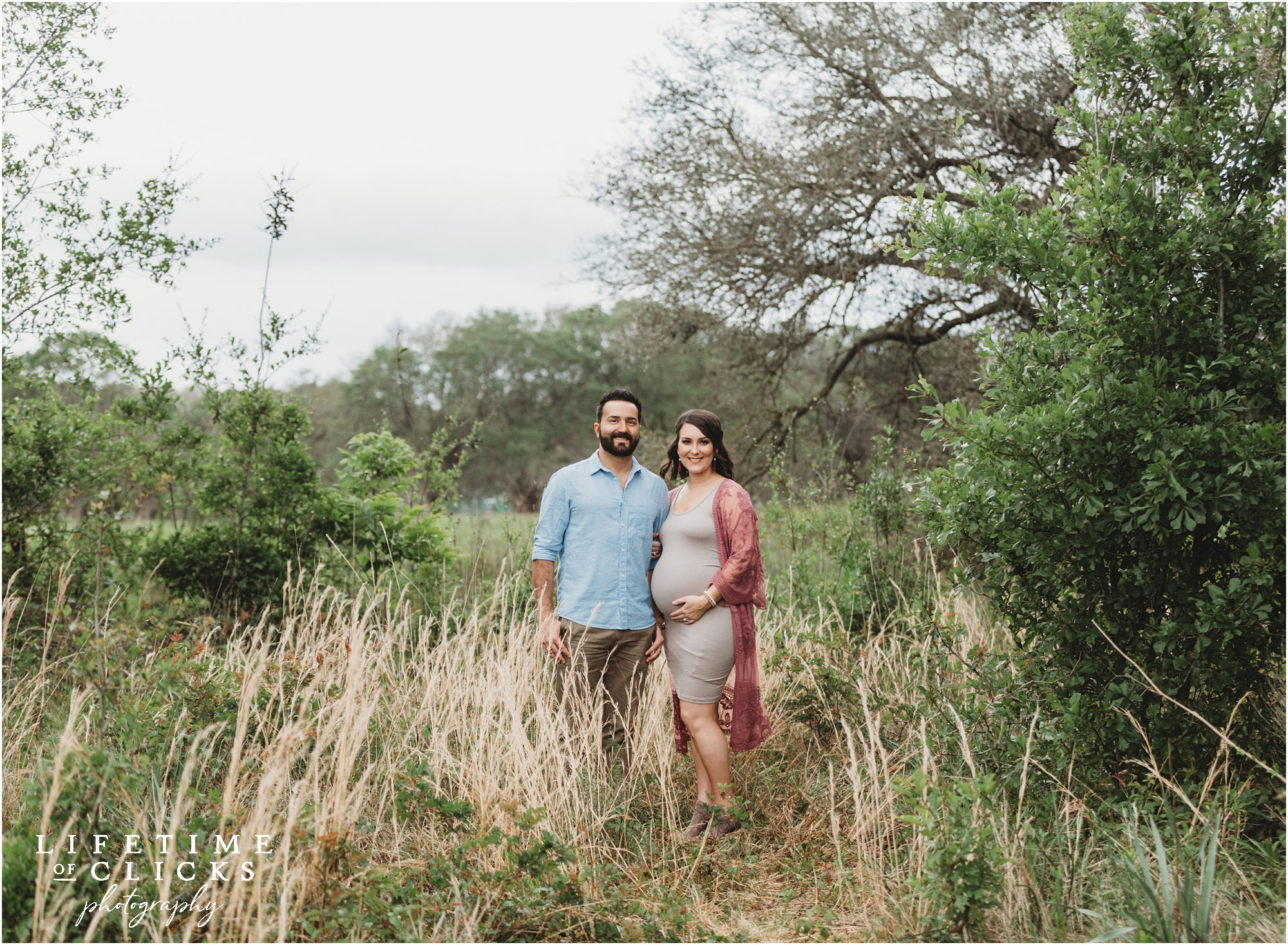 couple posing for maternity photos in Texas
