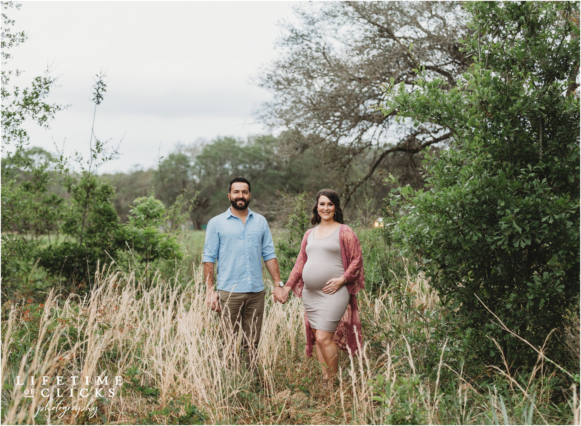 rustic maternity photo shoot in Texas