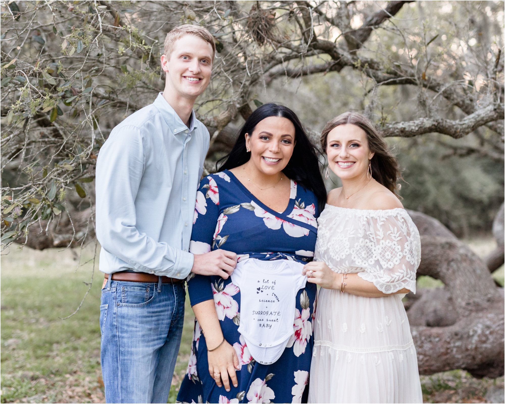 Surrogate mother with parents during maternity session in Houston. Photo by Kelly of Lifetime of Clicks Photography.